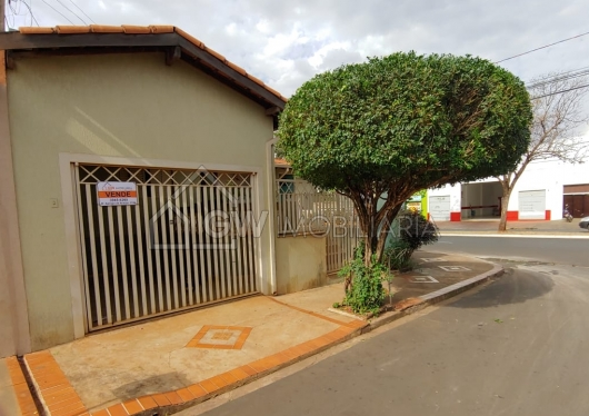 Casa na Av. Affonso Trigo