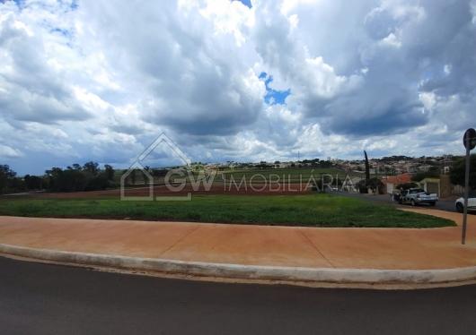 Terreno no Jardim Lopes da Silva